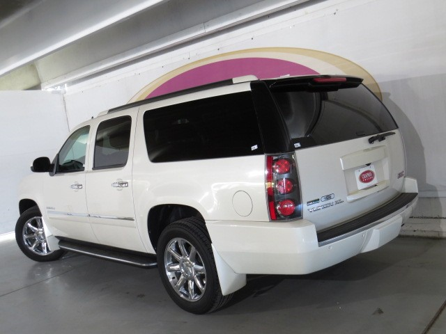 used 2010 gmc yukon xl denali for sale at porsche of tucson stock d1503690a. Black Bedroom Furniture Sets. Home Design Ideas