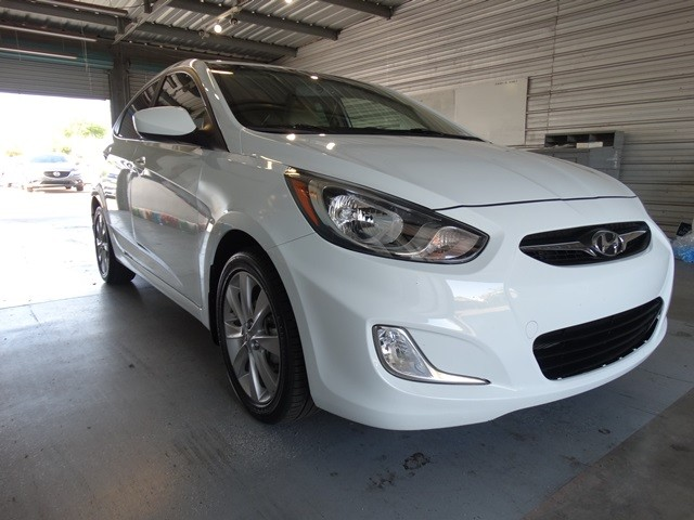 used 2013 hyundai accent gls stock h16004a chapman automotive group. Black Bedroom Furniture Sets. Home Design Ideas