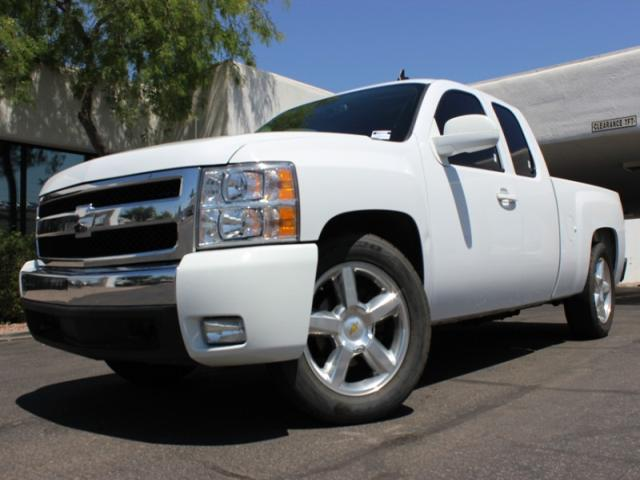 2008 Chevrolet Silverado 1500 Ext Cab 87339 miles Chapman BMW is located at 12th and Camelback in