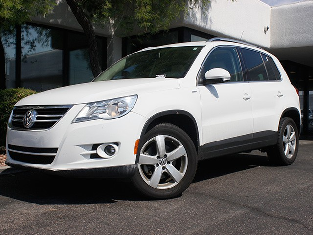 2010 Volkswagen Tiguan SE 4Motion 79260 miles 602 385-2286 1127 E Camelback HOME OF THE ULTI
