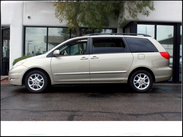 used 2006 toyota sienna xle limited 7 passenger stock x160615b chapman automotive group. Black Bedroom Furniture Sets. Home Design Ideas
