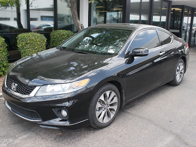 2015 Honda Accord EX-L 6194 miles 602 748-1691 1127 E Camelback HOME OF THE ULTIMATE TRADE I