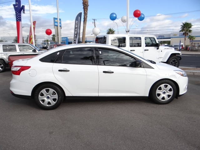 used 2014 ford focus s stock 20812 chapman automotive group. Black Bedroom Furniture Sets. Home Design Ideas