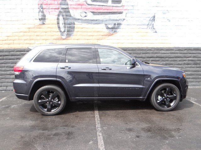 used 2015 jeep grand cherokee altitude for sale stock 395622a chapman chrysler jeep. Black Bedroom Furniture Sets. Home Design Ideas