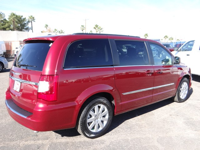 2015 Chrysler Town And Country Touring C5128 Chapman