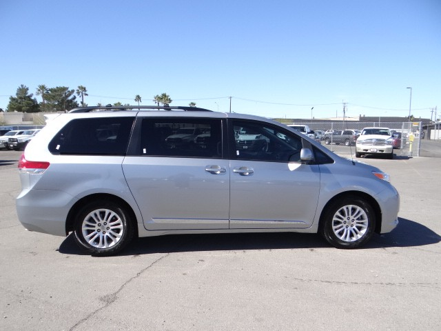 used 2012 toyota sienna xle 8 passenger for sale stock. Black Bedroom Furniture Sets. Home Design Ideas
