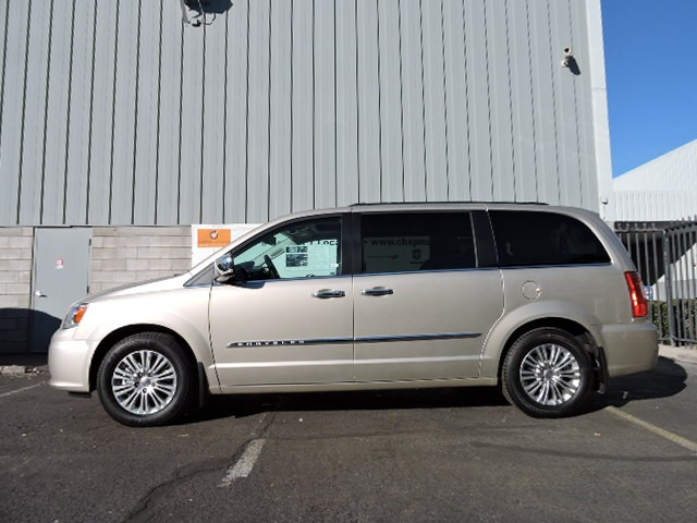 2016 chrysler town and country touring l anniversary edition for sale stock 6c0021 chapman. Black Bedroom Furniture Sets. Home Design Ideas