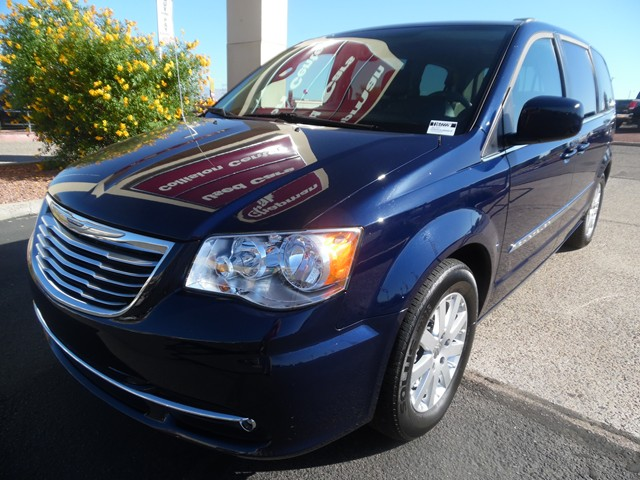 2016 Chrysler Town and Country Touring 32228 miles Wireless data link Bluetooth Electronic messa