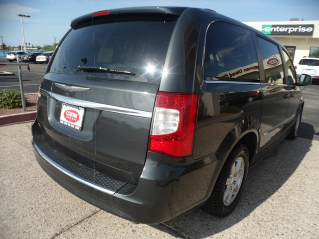 used 2012 chrysler town and country touring l stock u1574060 chapman automotive group. Black Bedroom Furniture Sets. Home Design Ideas