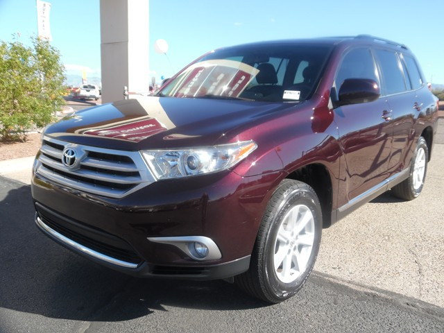 2013 Toyota Highlander SE 66867 miles Wireless data link Bluetooth Phone hands free Cruise cont