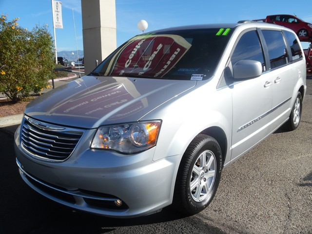 2011 Chrysler Town and Country Touring 104861 miles Phone pre-wired for phone Cruise control Pa