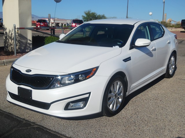 2015 Kia Optima LX 31156 miles Cloth Odometer is 5721 miles below market average 3423 Highway