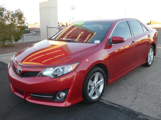 2013 Toyota Camry SE 59955 miles Wireless data link Bluetooth Phone hands free Cruise control