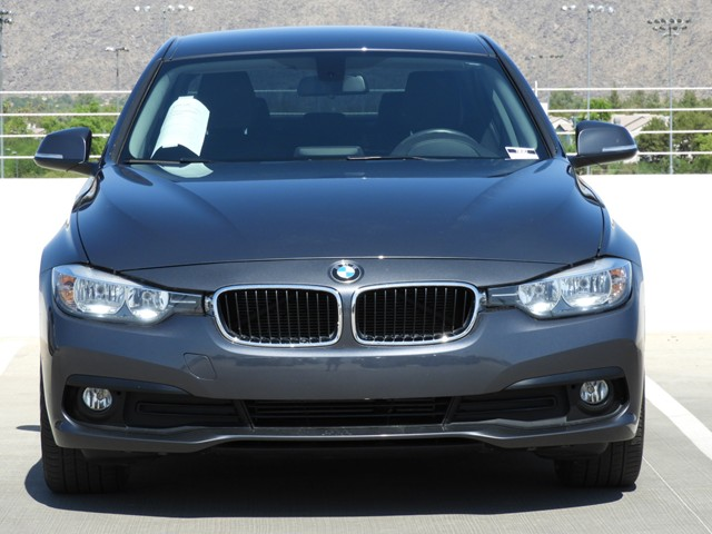 2016 BMW 3-Series Sdn 320i