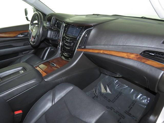 2016 Cadillac Escalade Luxury Collection – Stock #V2073210
