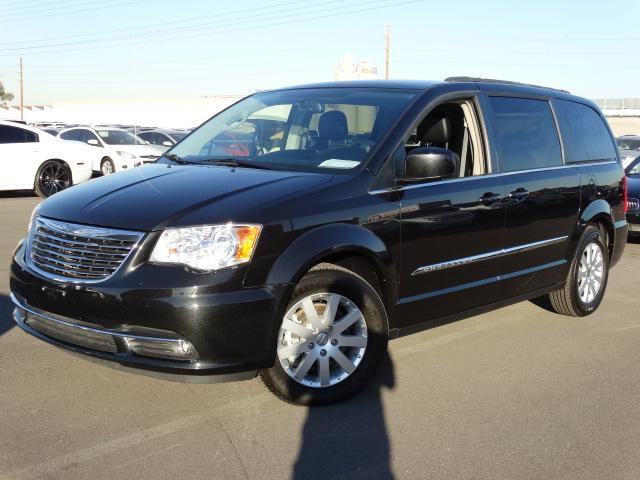 2014 Chrysler Town and Country 42773 miles VIN 2C4RC1BG6ER396138 For more information contact