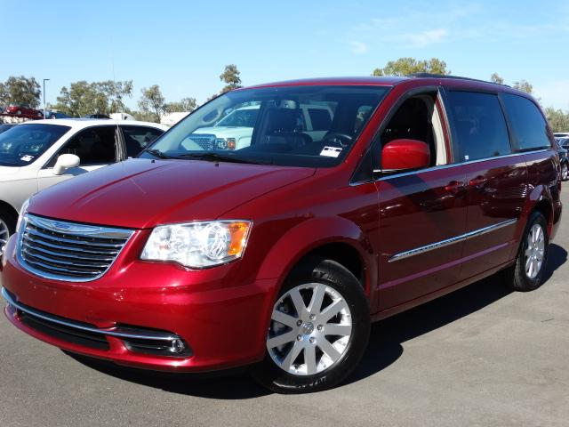 2014 Chrysler Town and Country 42360 miles VIN 2C4RC1BG7ER403954 For more information contact