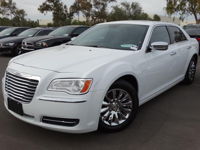 2014 Chrysler 300 28677 miles VIN 2C3CCAAG7EH375607 For more information contact our internet