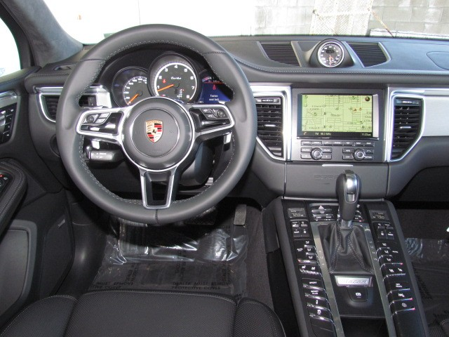 2016 Porsche Macan Turbo – Stock #P1601230