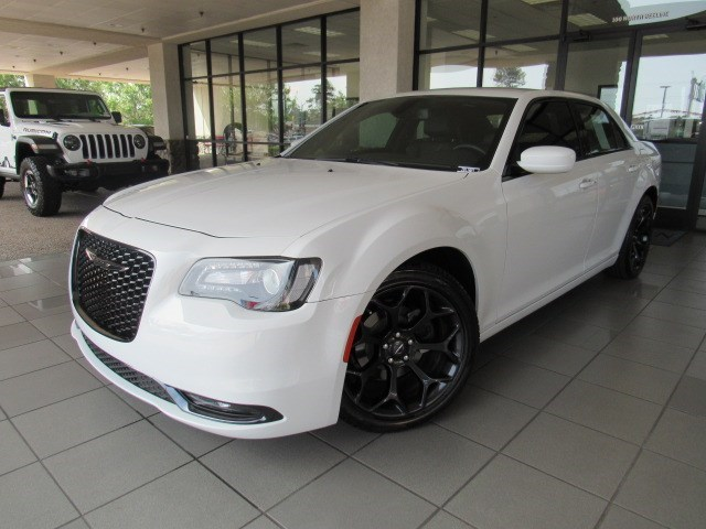 Used 2019 Chrysler 300 S