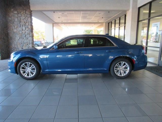 New 2020 Chrysler 300 Touring L