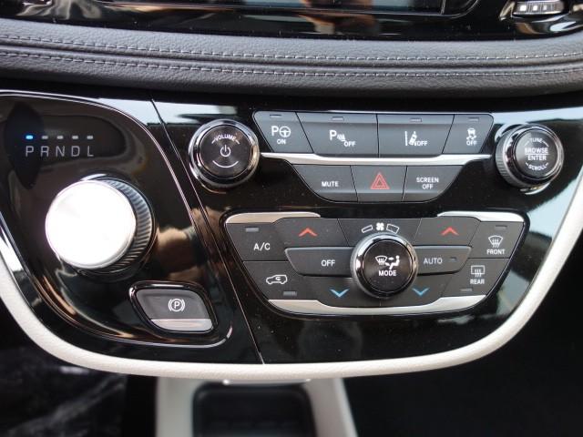 2018 Chrysler Pacifica Hybrid Limited – Stock #18C074