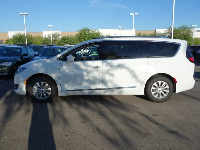 2018 Chrysler Pacifica Touring L – Stock #18C118