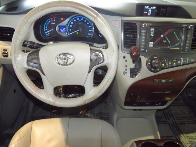 2014 Toyota Sienna XLE 7-Passenger Auto Access Seat