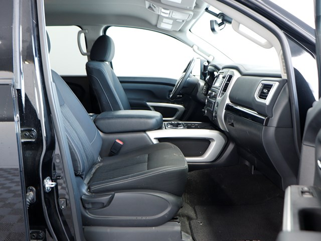 Used 2017 Nissan Titan SV Crew Cab