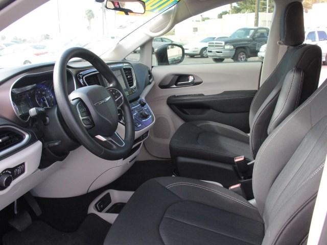 2020 Chrysler Voyager LX