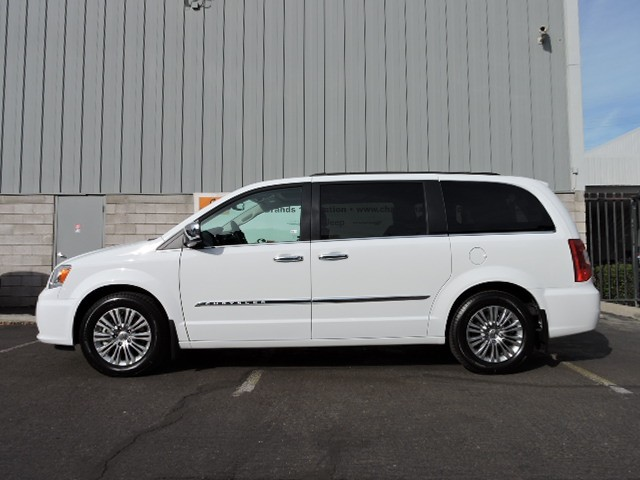 2016 chrysler town and country touring l anniversary edition for sale stock 6c0025 chapman. Black Bedroom Furniture Sets. Home Design Ideas