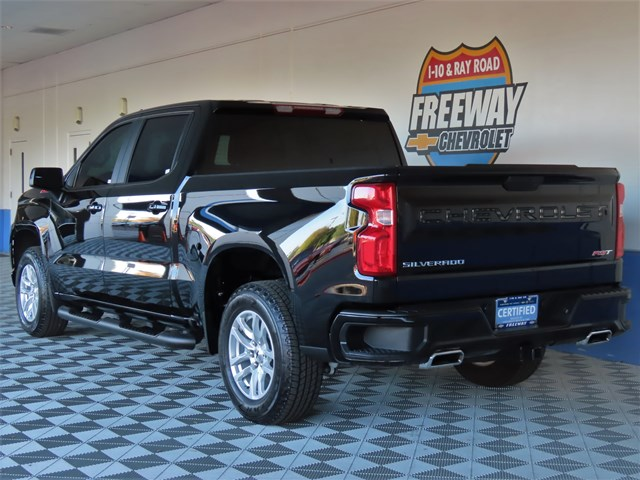 Certified Pre-Owned 2020 Chevrolet Silverado 1500  4x4 RST Crew Cab 4x4