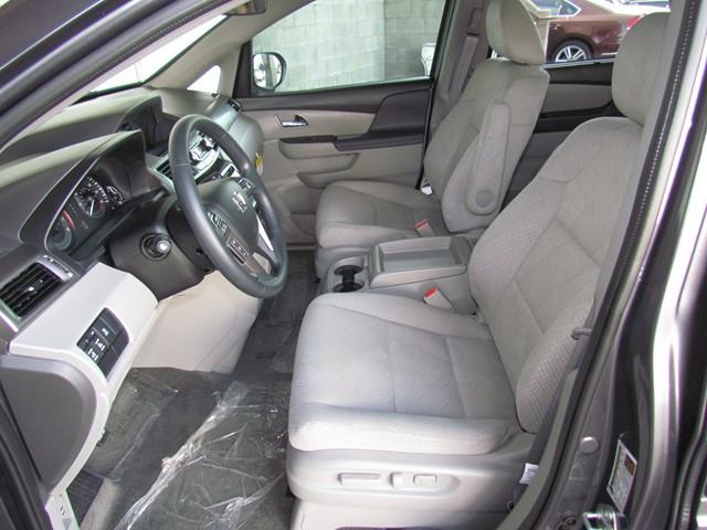 2016 Honda Odyssey SE – Stock #H1625940