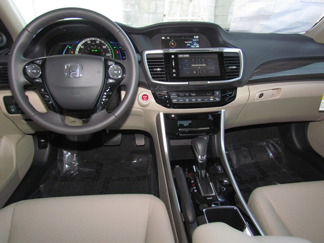 2017 Honda Accord Hybrid EX-L – Stock #H1701610