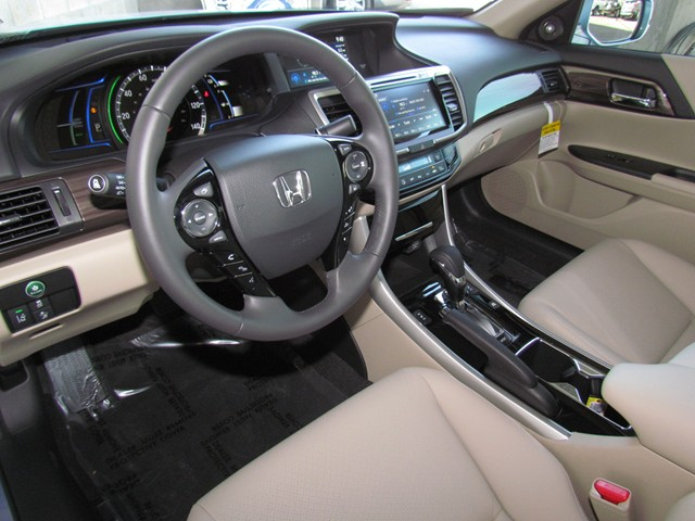 2017 Honda Accord Hybrid EX-L – Stock #H1701860