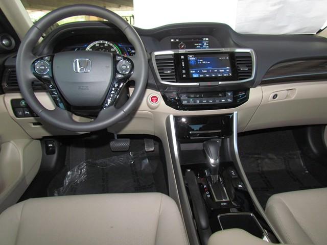 2017 Honda Accord Hybrid Touring – Stock #H1703540