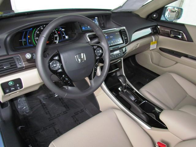 2017 Honda Accord Hybrid Touring – Stock #H1705330