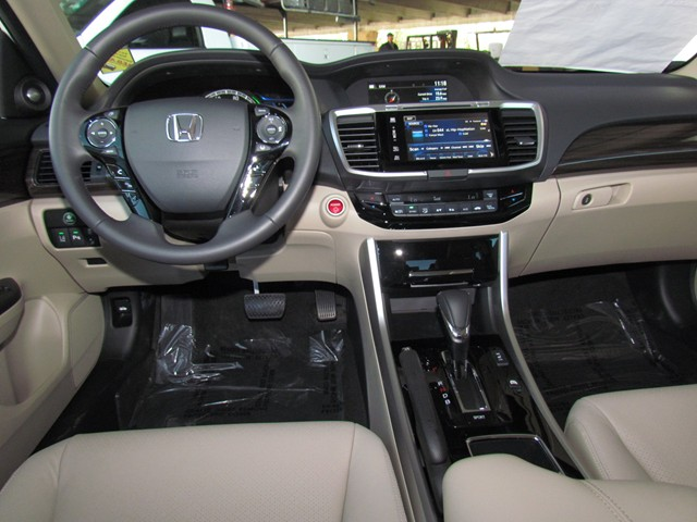2017 Honda Accord Hybrid Touring – Stock #H1705570