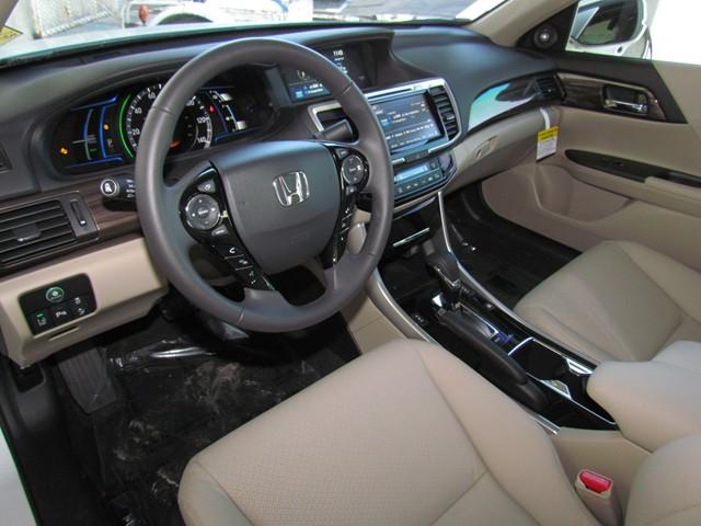 2017 Honda Accord Hybrid Touring – Stock #H1705590