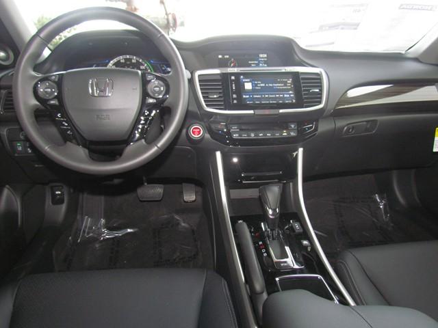 2017 Honda Accord Hybrid EX-L – Stock #H1706140