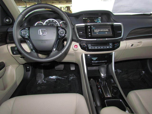 2017 Honda Accord Sdn EX-L – Stock #H1706750
