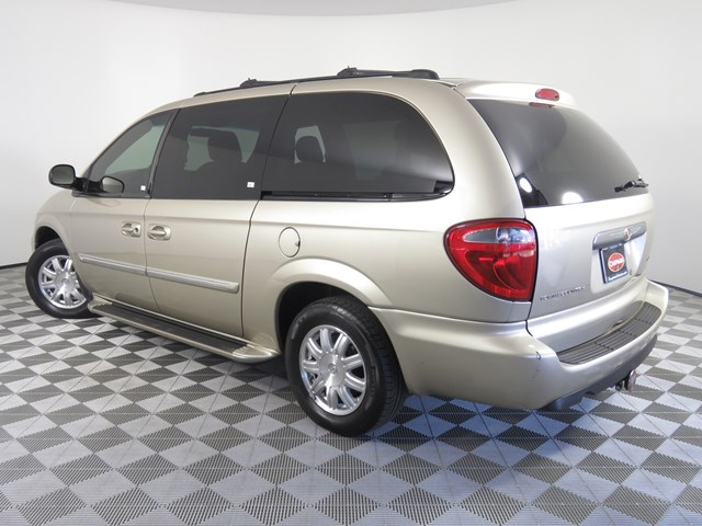 2005 Chrysler Town and Country Signature Series
