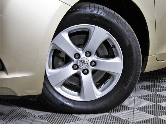 2011 Toyota Sienna LE 7-Passenger Auto Access Seat
