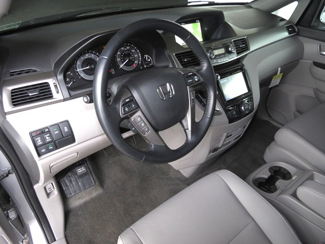 2016 Honda Odyssey Touring – Stock #H1615090