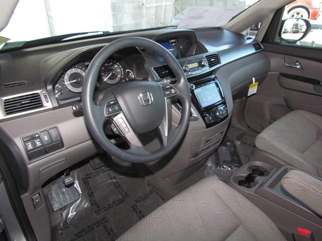 2017 Honda Odyssey SE – Stock #H1708110