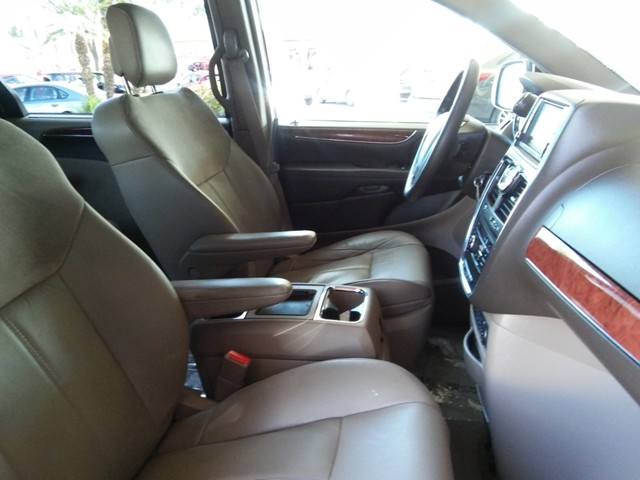 2011 Chrysler Town and Country Limited – Stock #U1770560