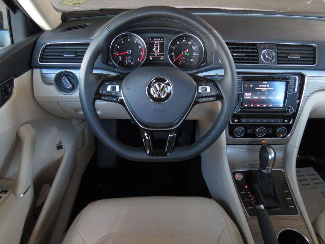 2017 Volkswagen Passat 1.8T SE – Stock #V1700950