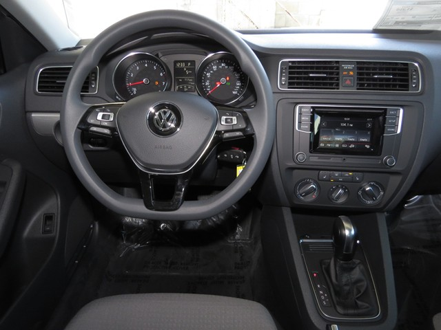 volkswagen jetta sedan    chapman automotive group